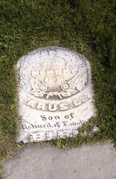 Arus L. Bird gravestone